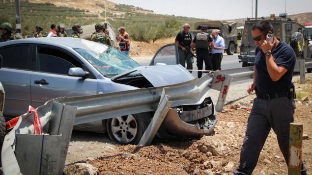ساحة هجوم دهس مفترض على طريق سريع في وسط الضفة الغربية، 10 يوليو، 2017 (Gershon Elinson/Flash90)