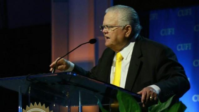 القس جون هاغي خلال كلمة في مؤتمر حركة 'مسيحيون من أجل إسرائيل' في العاصمة واشنطن في يوليو 2016. (CUFI)