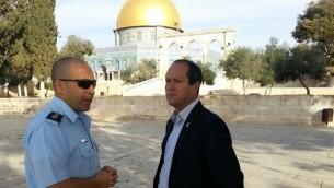رئيس بلدية القدس نير بركات في الحرم القدسي يوم الثلاثاء 28 أكتوبر 2014. (courtesy: Mayor's office)