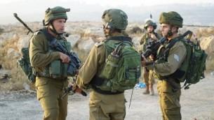 صورة توضيحية: قوات الجيش الإسرائيلي تعمل في مستوطنة حلميش، 23 يوليو، 2017. (IDF spokesman)