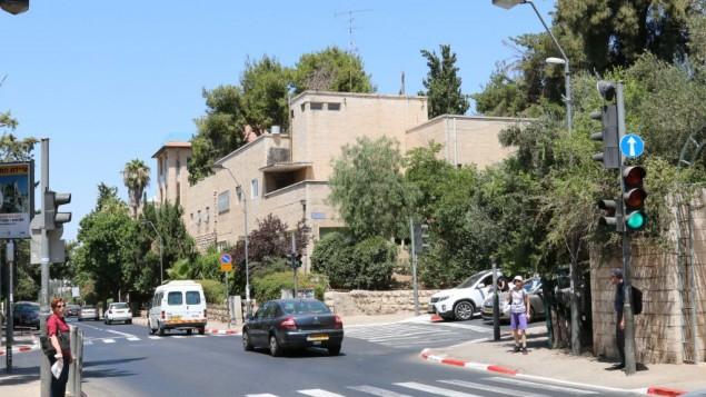 حارة ريهافيا الصاخبة . (Shmuel Bar-Am)