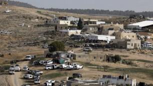 عناصر الشرطة الإسرائيلية في بلدة ام الحيران غير المعترف بها في النقب، 18 يناير 2017 (AFP Photo/Menahem Kahana)