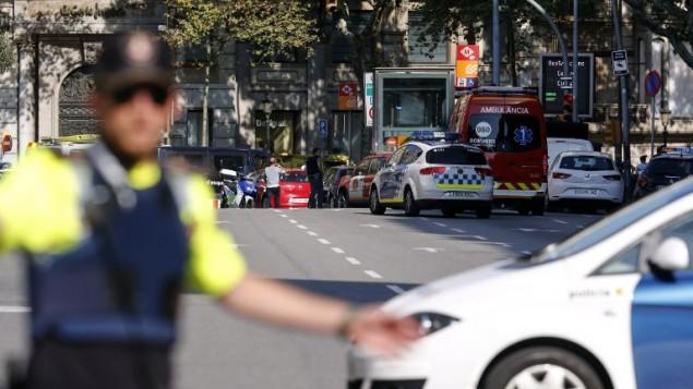 الشرطة تغلق شارع بعد هجوم دهس في برشلونة، 17 اغسطس 2017 (PAU BARRENA / AFP)