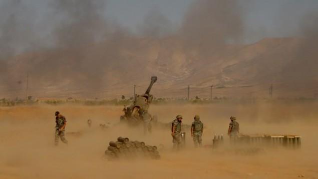قوات الجيش اللبناني تطلق النار على جهاديين بالقرب من راس بعلبك، 17 اغسطس 2017 (STR / AFP)