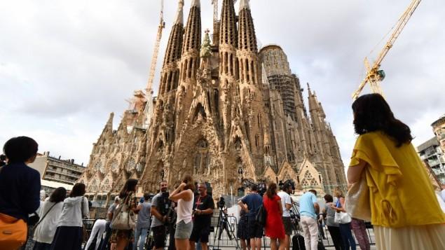 كاتدرائية ساغرادا فاميليا (العائلة المقدسة) قبل قداس تكريما لضحايا الاعتداءين اللذين اوقعا 14 قتيلا واكثر من 120 جريحا في مقاطعة كاتالونيا باسبانيا، 20 اغسطس 2017 (PASCAL GUYOT / AFP)