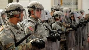 الحرس القومي في ولاية فيرجنيا يحرسون بعد هجوةم دعس خلال مظاهرة لليمين المتطرف في شارلوتسفيل، 12 اغسطس 2017 (CHIP SOMODEVILLA / GETTY IMAGES NORTH AMERICA / AFP)