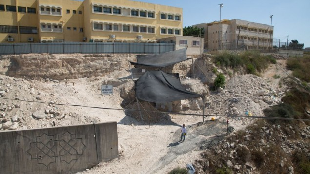 منظر عام لموقع الحفريات في الرينة في الجليل الأسفل. (Samuel Magal/IAA)