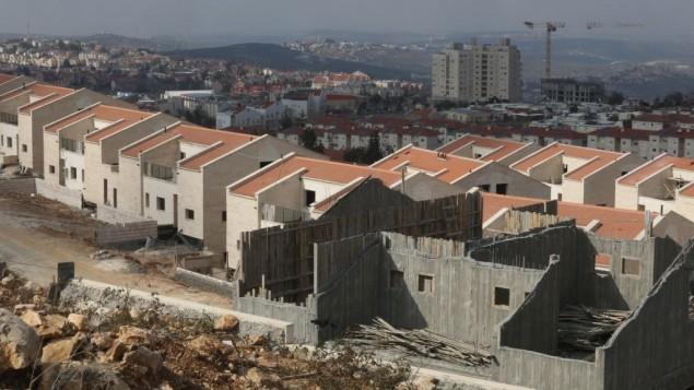 صورة توضيحية: البناء عام 2014 في مستوطنة ارئيل في الضفة الغربية (Flash90)