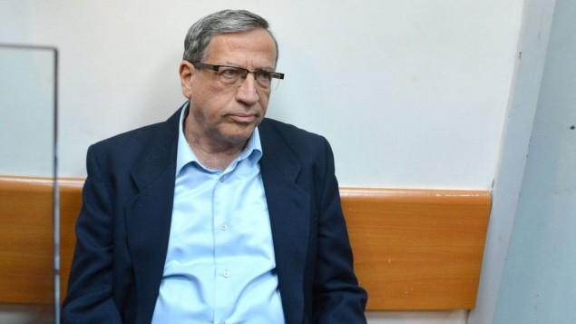 رئيس بلدية رمات غان يسرائيل سينغر في محكمة الصلح في ريشوون لتسيون، 15 ديسمبر 2014 (Flash90)