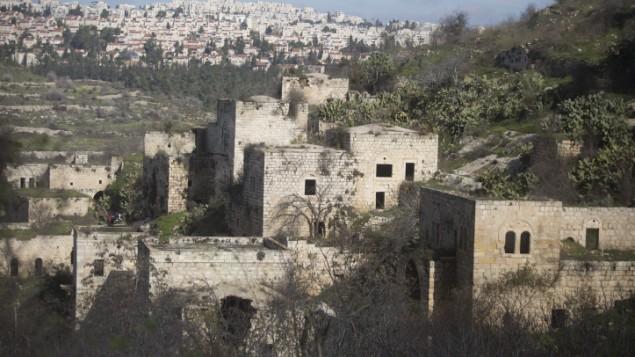 منازل فارغة في قرية ليفتا المجاورة للقدس، 10 يناير 2016 (Lior Mizrahi/Flash90)