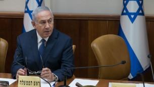 رئيس الوزراء بنيامين نتنياهو يشارك في الجلسة الاسبوعية للحكومة في القدس، 23 يوليو 2017 (Ohad Zweigenberg/POOL)
