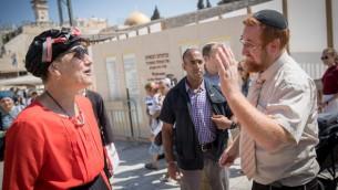 اعضاء الكنيست يهودا غليك وشولي معلم رفائيلي بعد حظرهم دخول الحرم القدسي، 23 اغسطس 2017 (Yonatan Sindel/Flash90)