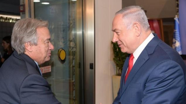 رئيس الوزراء بنيامين نتنياهو يرحب بأمين عام الامم المتحدة انتونيو غوتيريش في مكتب رئيس الوزراء في القدس، 28 اغسطس 2017 (GPO)