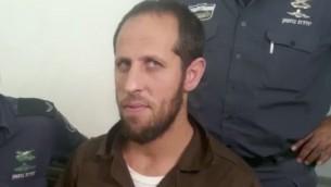 امجد جبارين يصل المحكمة المركزية في حيفا، حيث تم توجيه لائحة اتهام ضده لمساعدته منفذي هجوم الحرم القدسي في شهر يوليو، 24 اغسطس 2017 (Screen capture: Channel 10)