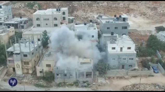 الجيش الإسرائيلي يهدم منزل المعتدي الفلسطيني عادل عنكوش في بلدة دير ابو مشعل في الضفة الغربية، 17 اغسطس 2017 (IDF Spokesperson's Office)