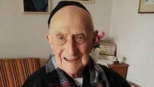 الناجي من المحرقة يسرائيل كريستال، والذي اعلن عنه كأكبر رجل في العالم في مارس 2016. (Courtesy of family)