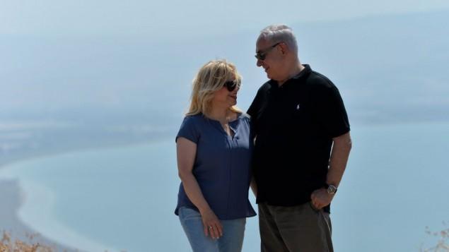 رئيس الوزراء بنيامين نتنياهو وزوجته سارة في زيارة الى شمال إسرائيل، 15 أغسطس 2017. (Kobi Gideon/GPO)
