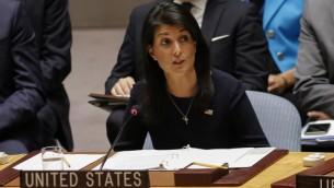 السفيرة الأمريكية لدى الأمم المتحدة نيكي هالي تتحدث خلال جلسة طارئة لمجلس الأمن التابع للأمم المتحدة حول إطلاق الصاروخ الأخير الذي أجرته كوريا الشمالية، في مقر الأمم المتحدة في نيويورك، 4 سبتمبر، 2017. (AFP/Kena Betancur)