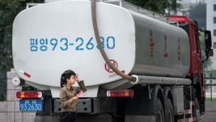 شلحنة وقود في بيونغ يانغ، 21 يوليو 2017 (ED JONES / AFP)