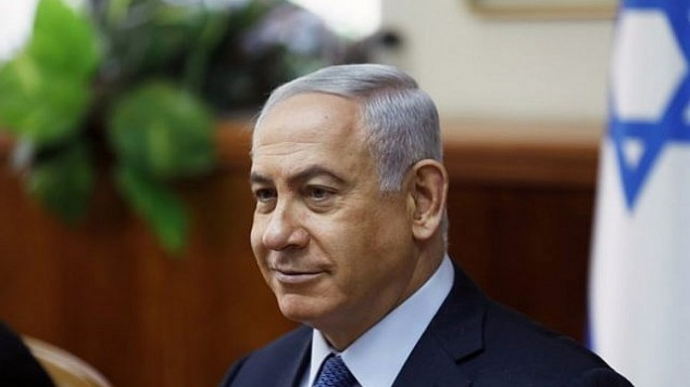 رئيس الوزراء بينيامين نتنياهو يترأس الجلسة الأسبوعية للحكومة في القدس، 10 سبتمبر، 2017. (AFP/POOL/RONEN ZVULUN)