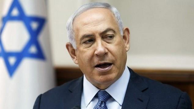 رئيس الوزراء بنيامين نتنياهو يترأس الجلسة الاسبوعية للحكومة في مكتب رئيس الوزراء في القدس، 10 سبتمبر 2017 (AFP Photo/Pool/Ronen Zvulun)