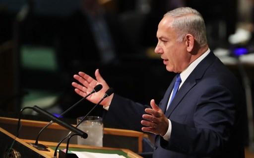 رئيس الوزراء الإسرائيلي بنيامين نتنياهو يتحدث إلى قادة العالم في الدورة ال 72 للجمعية العامة للأمم المتحدة في مقر الأمم المتحدة بنيويورك في 19 سبتمبر 2017 في مدينة نيويورك. (SPENCER PLATT / GETTY IMAGES NORTH AMERICA / AFP)