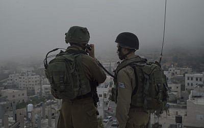 جنود اسرائيليون خلال مداهمات في الضفة الغربية، 27 سبتمبر 2017 (Israel Defense Forces)