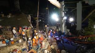 جنود إسرائيليون يبحثون عن ناجين تحت أنقاض مبنى انهار خلال الزلزال الذي ضرب المكسيك في 24 سبتمبر، 2017. (Israel Defense Forces)