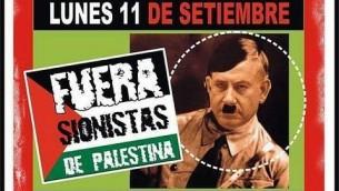 لافتة صممها نشطاء مناصرون للفلسطينيين تشبه رئيس الوزراء بينيامين نتنياهو بهتلر، في بوينس آيرس، الأرجنتين، 11 سبتمبر 2017. (World Zionist Organization)