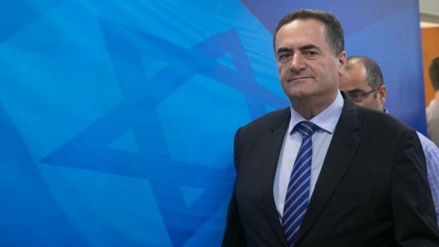وزير المواصلات والمخابرات يسرائيل كاتس يصل الجلسة الاسبوعية للحكومة في مكتب رئيس الوزراء في القدس، 23 يوليو 2017 (Ohad Zweigenberg)