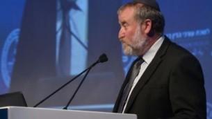 النائب العام أفيتخاي ماندلبليت يتحدث في مؤتمر نقابة المحامين الإسرائيلية في تل أبيب في 29 أغسطس 2017. (Roy Alima/Flash90)