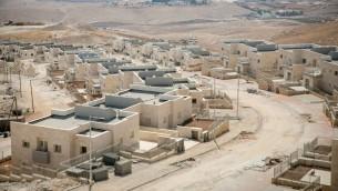 بناء منازل جديدة في متسوطنة كفار ادوميم في الضفة الغربية، 25 سبتمبر 2017 (Miriam Alster/FLASH90)