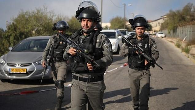 قوات الامن ترد على هجوم وقع امام مستوطنة هار ادا بالقرب من القدس، 26 سبتمبر 2017 (Hadas Parush/FLASH90)