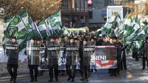 مناصرون لحركة 'المقاومة الشمالية' يشاركون في مسيرة معادية للمهاجرين في وسط ستوكهولم، 12 نوفمبر، 2016.  (Jonathan Nackstrand/AFP/Getty Images)