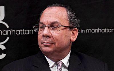 الحاخام مارك شناير خلال مشاركنه في مؤتمر حول الإسلاموفوبيا في JCC في مانهاتن، نيويورك، 14 مارس، 2012. (JTA)