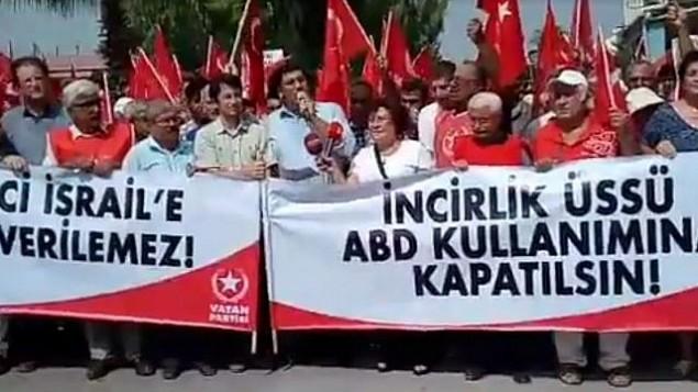 مؤيدو حزب 'الوطن' التركي القومي المتشدد يحتجون من أمام السفارة الإسرائيلية في أنقرة ضد ما وصفوه بالمحاولات لإنشاء 'إسرائيل ثانية' في كردستان العراق، 15 سبتمبر، 2017. (screenshot: Homeland Party website)
