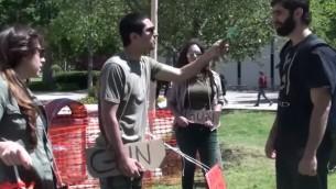 صورة توضيحية: طلاب من اجل العدالة في فلسطين يتظاهرون في جامعة كاليفورنيا (screen capture: YouTube)