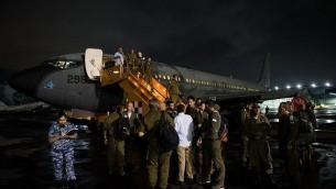 بعثة الإغاثة التابعة لقيادة الجبهة الداخلية في الجيش الإسرائيلي تصل إلى المسكيك لتقديم المساعدة في أعقاب الزلزال العنيف الذي ضرب البلاد، 21 سبتمبر، 2017. (IDF spokesperson)