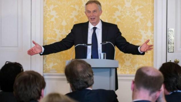 رئيس الوزراء البريطاني الأسبق توني بلير يتحدث خلال مؤتمر صحفي في لندن، 6 يوليو، 2016، بعد صدور تقرير للجنة تحقيق حول العراق. (Stefan Rousseau/Pool/AFP)