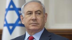 رئيس الوزراء بنيامين نتنياهو خلال الجلسة الاسبوعية للحكومة في مكتب رئيس الوزراء في القدس، 1 اكتوبر 2017 (AFP/POOL/Sebastian Scheiner)