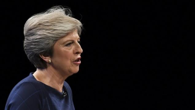رئيسة الوزراء البريطانية تيريزا ماي تقدم خطاب أمام مؤتمر حزبها المحافظ في مانشستر، 4 اكتوبر 2017 (PAUL ELLIS / AFP)
