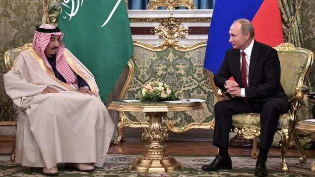 الرئيس الروسي فلاديمير بوتين يستضيف العاهل السعودي سلمان بن عبد العزيز في الكرملين، 5 اكتوبر 2017 (ALEXEY NIKOLSKY / SPUTNIK / AFP)