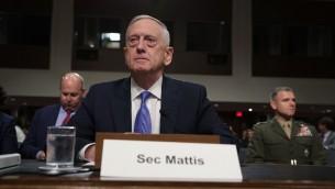 وزير الدفاع الاميركي جيم ماتيس خلال جلسة لجنة في مجلس الشيوخ الامريكي، 3 اكتوبر 2017 (ALEX WONG / GETTY IMAGES NORTH AMERICA / AFP)
