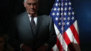 """وزير الخارجية ريكس تيلرسون يشارك في الاجتماع الافتتاحي للمجلس الوطني للفضاء، تحت عنوان """"قيادة الحدود المقبلة"""" في المتحف الوطني للطيران والفضاء، مركز ستيفن F. أودفار-هازي، 5 أكتوبر 2017 في شانتيلي، فيرجينيا. (MARK WILSON / GETTY IMAGES NORTH AMERICA / AFP)"""