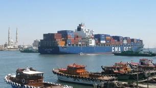 سفينة شحن    container ship