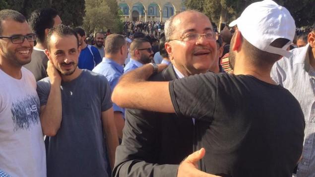عضو الكنيست احمد طيبي من في الحرم القدسي، 27 يوليو 2017 (Ahmed Tibi's office)