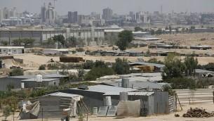 صورة لبلدة شقيب السلام، مع مدينة بئر السبع في الخلفية.(Miriam Alster/Flash90)