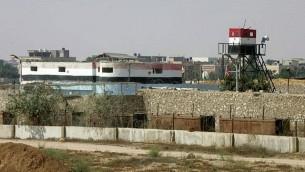 نقطة مراقبة أمنية مصرية بالقرب من الحدود المصرية مع غزة في رفح، جنوب قطاع غزة، 13 أغسطس / آب 2014. (Photo credit: Abed Rahim Khatib/Flash90)