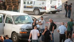 الشرطة تتجمع في كفر قاسم حيث تم العثور على جثة رؤوف شميرلينغ، 4 اكتوبر 2017 (Roy Alima/Flash90)