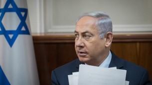 رئيس الوزراء بنيامين نتنياهو يشارك في الجلسة الاسبوعية للحكومة في مكتب رئيس الوزراء في القدس، 29 اكتوبر 2017 (Ohad Zwigenberg/Flash90)